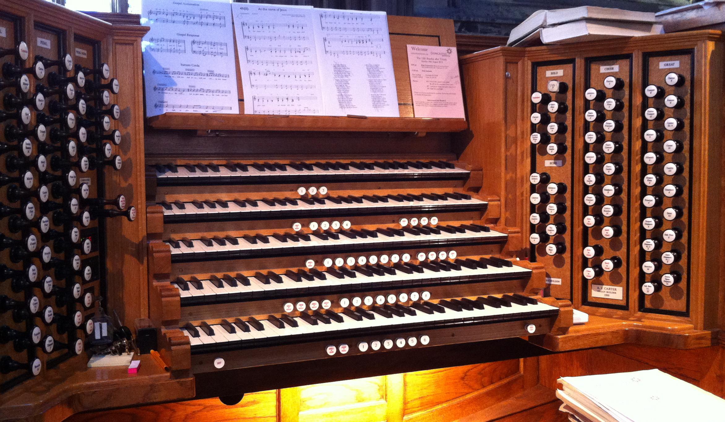 Schulze Organ Console close